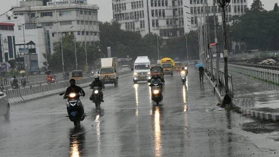 அடுத்த 2 நாட்களுக்கு 15 மாவட்டங்களில் இடியுடன் கூடிய மிக கனமழை காத்திருக்கிறது... சென்னை வானிலை தகவல்!