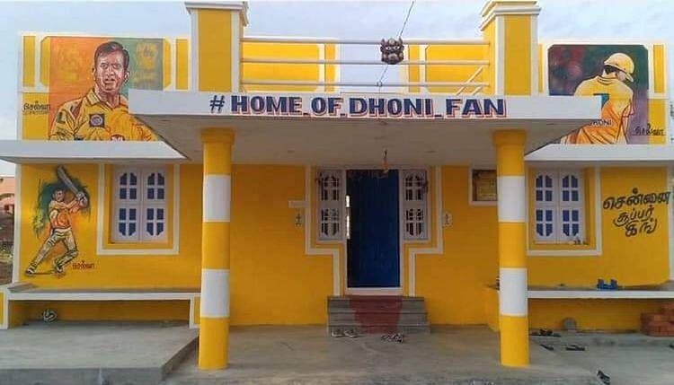 தனது வீட்டையே CSK அணியின் மஞ்சள் நிறத்தில் மாற்றியுள்ள 'வெறித்தன' தோனி ரசிகர்! #DHONI_FAN