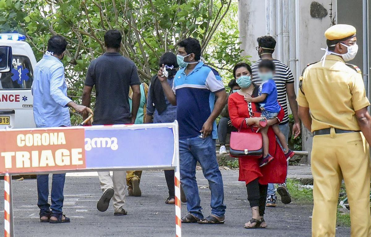 இதுவரை இல்லாத அளவுக்கு ஒரே நாளில் 10000 பேருக்கு தொற்று : கேரளாவில் மீண்டும் கொரோனா பரவல் தீவிரம்!