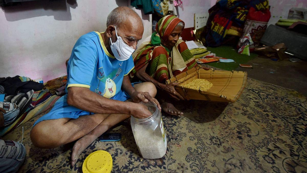 உணவுக்கடை நடத்தும் முதிய தம்பதிக்கு குவிந்த உதவி : இந்திய அளவில் பேசப்படும் 'பாபா கா தாபா' #Viral