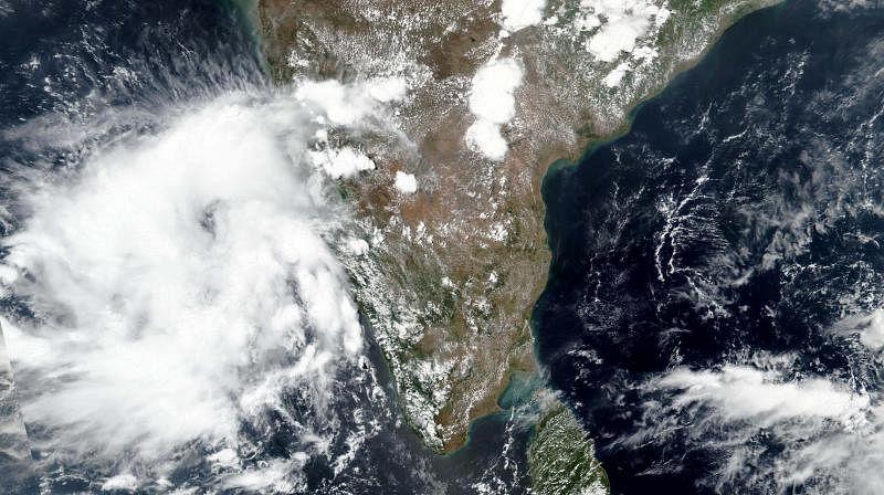 #LIVE UPDATES | 'நிவர் புயல்' மிக கடுமையான 'சூறாவளி புயலாக' மேலும் தீவிரமடைய வாய்ப்பு! #CycloneNivar
