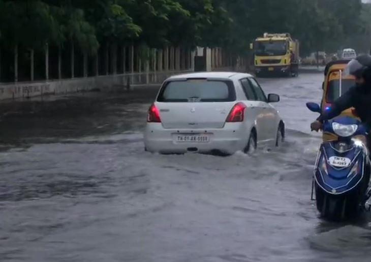 சென்னையில் வெள்ள அபாய எச்சரிக்கை... பிரதான சாலைகள் மூடல்... ரயில், விமான சேவைகள் முடக்கம்! NivarCyclone