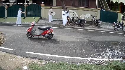 பழனியில் பட்டப்பகலில் நடந்த துப்பாக்கிச்சூடு - அதிரவைக்கும் CCTV காட்சி!