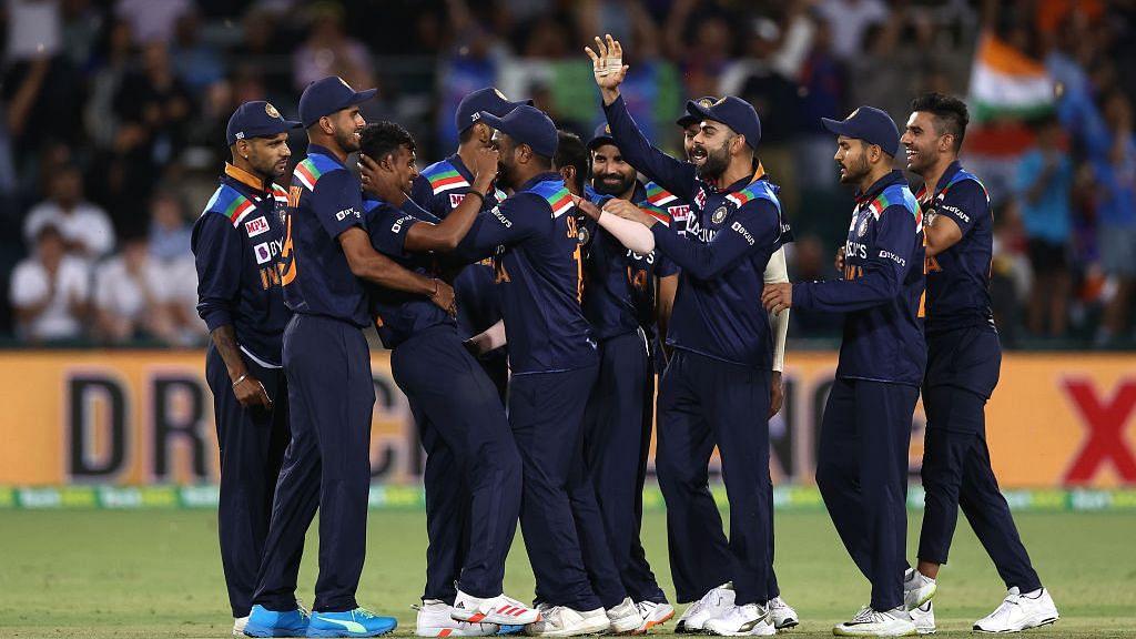 நேற்றைய இந்தியா - ஆஸி., T20 ஆட்டத்தை மாற்றியமைத்த இரண்டு தமிழர்கள் : கோலி போட்ட மாஸ்டர் ப்ளான்?!