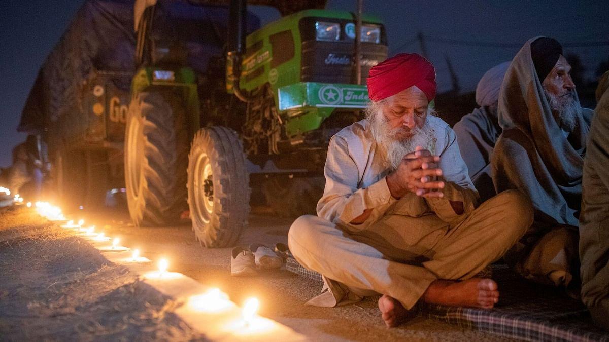 """""""டெல்லியில் குளிர், விபத்து காரணமாக 20 விவசாயிகள் பலி"""" : அரசின் பிடிவாதத்தால் தொடரும் போராட்டம்!"""