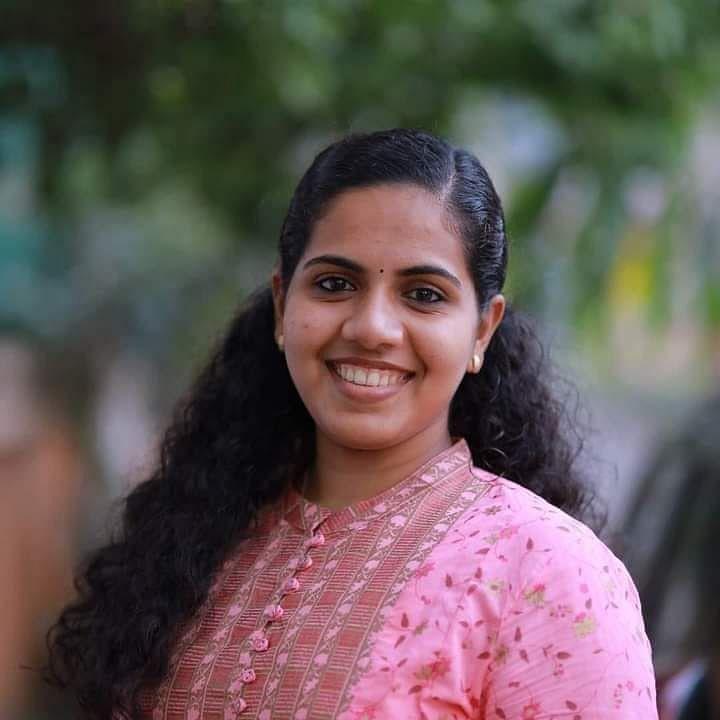 21 வயதில் திருவனந்தபுரம் மேயர் - பதவியேற்றார் ஆர்யா ராஜேந்திரன் !
