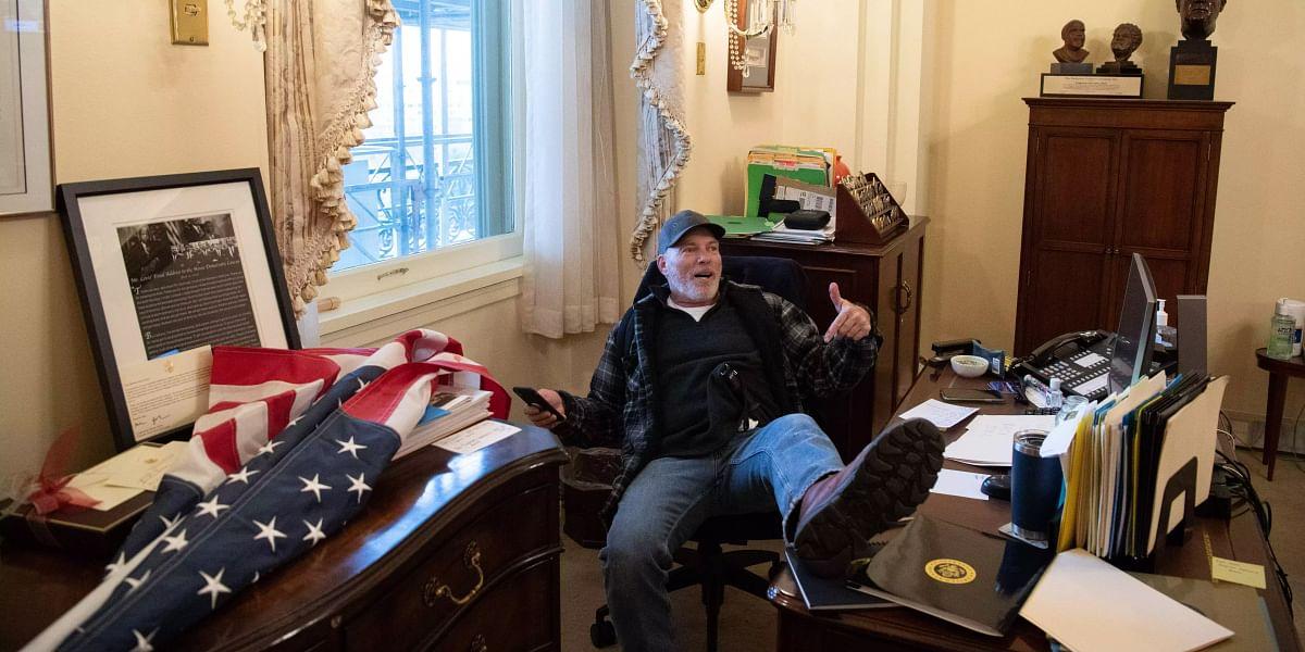 ஜோ பிடன் வெற்றியை தடுக்க சதி : அமெரிக்க நாடாளுமன்றத்தை முற்றுகையிட்டு டிரம்ப் ஆதரவாளர்கள் வன்முறை! #Album