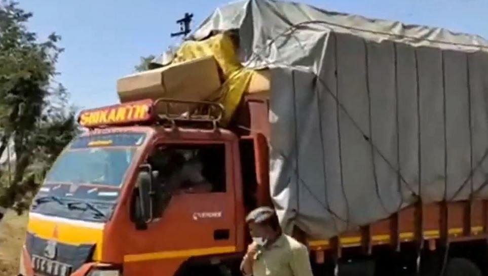 அரியலூரில் 3,520 குக்கர்கள் பறிமுதல் : வாக்காளர்களுக்கு வழங்குவதற்காக கொண்டு செல்லப்பட்டதா?
