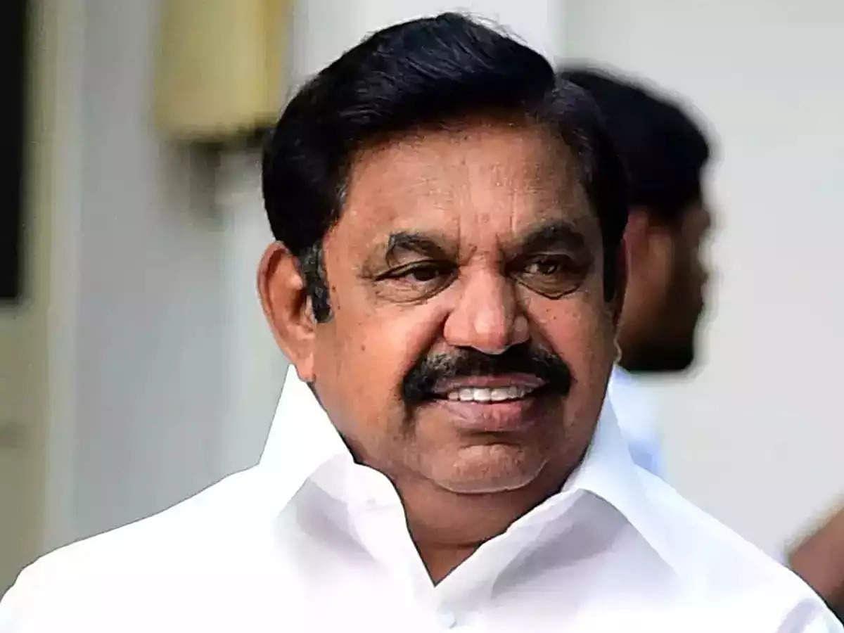 BJP-ன் நிலையில் அதிமுக: காலி சேர்களை ஃபோட்டோ எடுத்த பத்திரிக்கையாளர் மீது எடப்பாடி அடியாட்கள் தாக்குதல்!