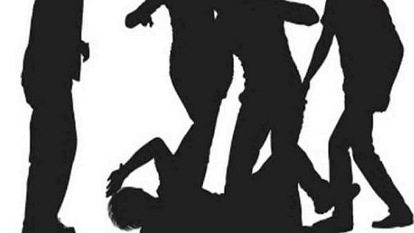 நிலத்தை கைப்பற்ற கொடூரமாகத் தாக்கிய அ.தி.மு.க எம்.பி-யின் மருமகன்... மனமுடைந்த இளைஞர் தற்கொலை!