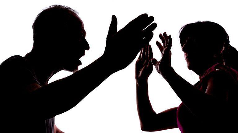 """""""ஊரடங்கால் அதிகரித்த பெண்களுக்கு எதிரான வன்முறைகள்"""" - தேசிய பெண்கள் ஆணையம் வெளியிட்ட அதிர்ச்சி தகவல்!"""
