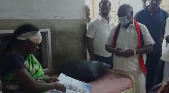 சரக்கு ஆட்டோவில் முதல்வரின் பிரச்சாரத்திற்கு சென்றவர்களின் வாகனம் விபத்து : 40 பேர் படுகாயம் !