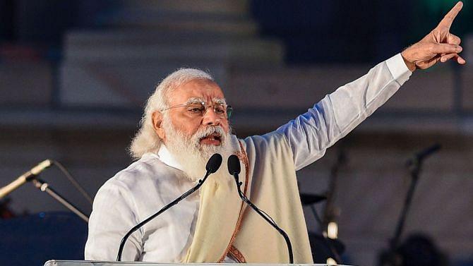 பாஜக வேட்பாளர் காரில் பயணித்த வாக்குப்பெட்டி : அதிகாரிகள் சஸ்பெண்ட் - தேர்தல் ஆணையத்தின் 'டக்கு' இதுதானா?