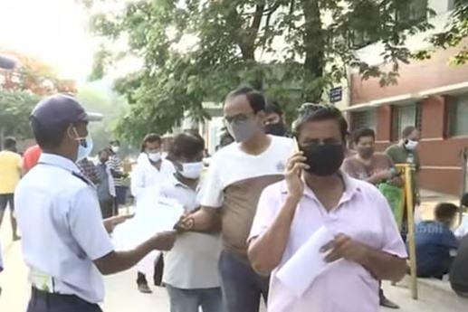 ₹80,000க்கு விற்கப்படும் ரெம்டெசிவர்; சென்னை KMCக்கு படையெடுக்கும் மக்கள்; கள்ளச்சந்தையை ஆதரிக்கும் அரசு?