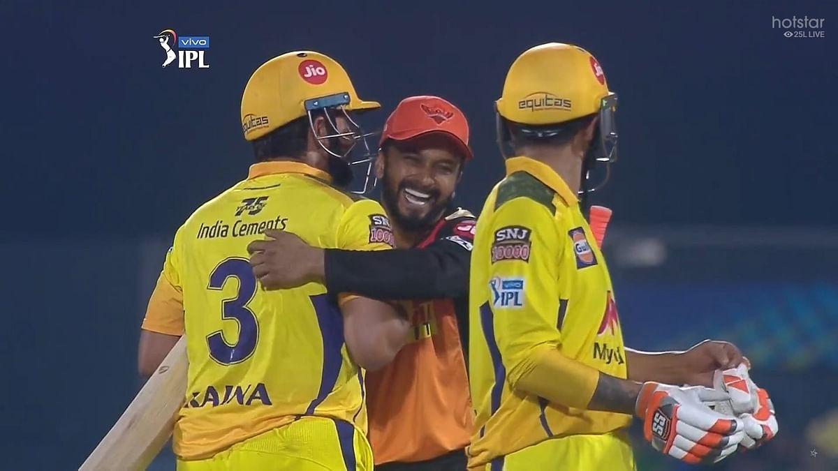 சென்னைக்கு சிரமம் கொடுக்காத ஐதராபாத்; ஒரே நாளில் மீண்டும் டேபிள் டாப்புக்கு வந்த சி.எஸ்.கே! IPL 2021