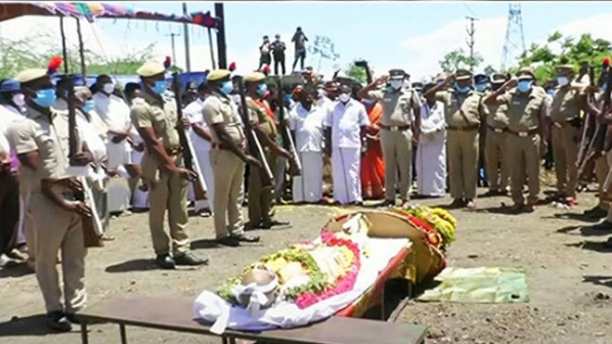 முதல் முறையாக எழுத்தாளருக்கு அரசு மரியாதை.. 30 குண்டுகள் முழங்க அரசு மரியாதையுடன் விடைபெற்றார் கி.ரா!