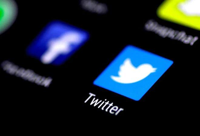 நாளை அமலுக்கு வரும் மத்திய அரசின் புதிய விதிமுறைகள் : இந்தியாவில் Facebook, Twitter செயல்படுமா?