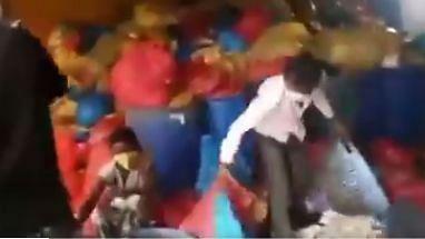 பயன்படுத்தப்பட்ட மாஸ்க், PPE கிட் மறுவிற்பனை.. பா.ஜ.க ஆளும் மாநிலத்தில் அவலம்.. வெளியான அதிர்ச்சி வீடியோ!