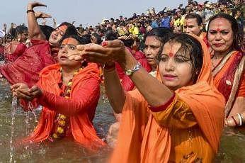 ஒரே பெண்ணால் 33 பேருக்கு கொரோனா... கும்பமேளாவில் பங்கேற்றதால் வந்த வினை... அச்சத்தில் பெங்களூரு மக்கள்!