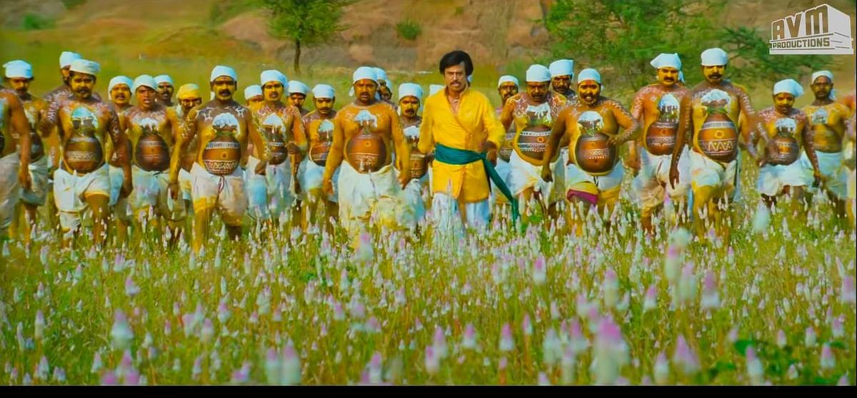 மைக்செட் ஸ்ரீராம் கலக்கும் 'ஹே சிங்காரி'... டென்மார்க் மக்களால் கொண்டாடப்பட்ட தமிழ் பாடல்! #CineUpdates