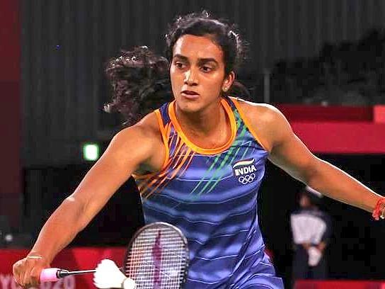 போராடித் தோற்ற பி.வி.சிந்து... நாளைய ஆட்டத்தில் மகத்தான சாதனையை நிகழ்த்துவாரா? #Olympics