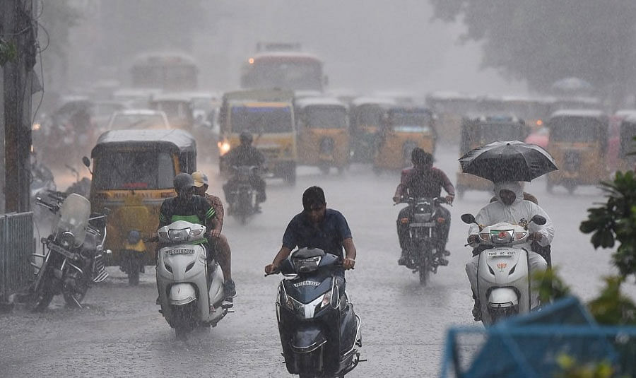 அடுத்த 3 நாட்களுக்கு டமால் டுமீல் மழை : மேற்கு தொடர்ச்சி & கடலோர மாவட்டங்களை எச்சரிக்கும் சென்னை வானிலை!