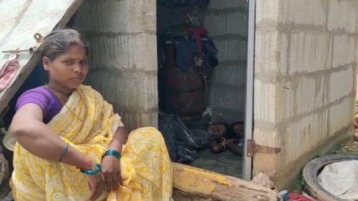 2 ஆண்டுகளாக 2 குழந்தைகள், மாமியாருடன் கழிப்பறையில் வசிக்கும் பெண்... தெலங்கானாவில் அவலம்!