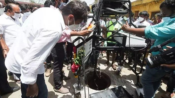 """""""கழிவுநீரை அகற்ற மனிதர்களை பயன்படுத்துவதில்லை"""" - சென்னை ஐகோர்ட்டில் தமிழ்நாடு அரசு பதில்!"""