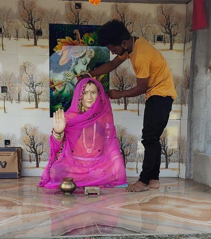 இதுவும் தாஜ்மஹால்தான்... கொரோனாவால் இறந்த மனைவிக்கு கோயில் கட்டிய காதல் கணவர்!
