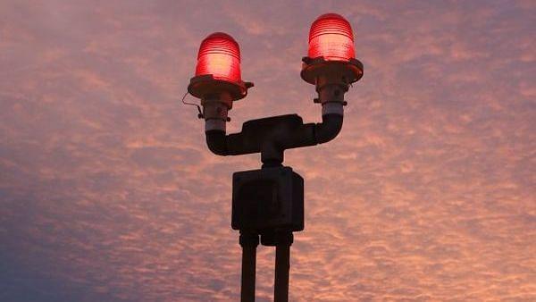 """""""Light மாற்றுவதற்கு 28 லட்சம் ரூபாய் சம்பளம்.. வருடத்திற்கு 2 நாள்தான் வேலை"""" : அது என்ன வேலை தெரியுமா?"""