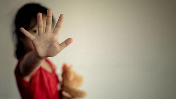 பள்ளி மாணவியை காரில் கடத்தி கூட்டு பாலியல் வன்கொடுமை... 4 பேர் கைது: கொடூரமாக மாறும் கர்நாடகா!