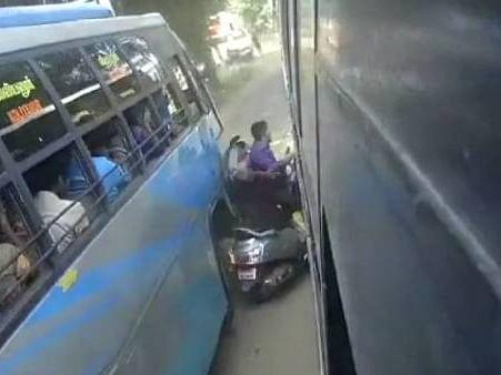 கைக்குழந்தையுடன் பேருந்துகளுக்கு இடையே சிக்கி உயிர்தப்பிய தம்பதி... பதைபதைக்க வைக்கும் CCTV காட்சி!