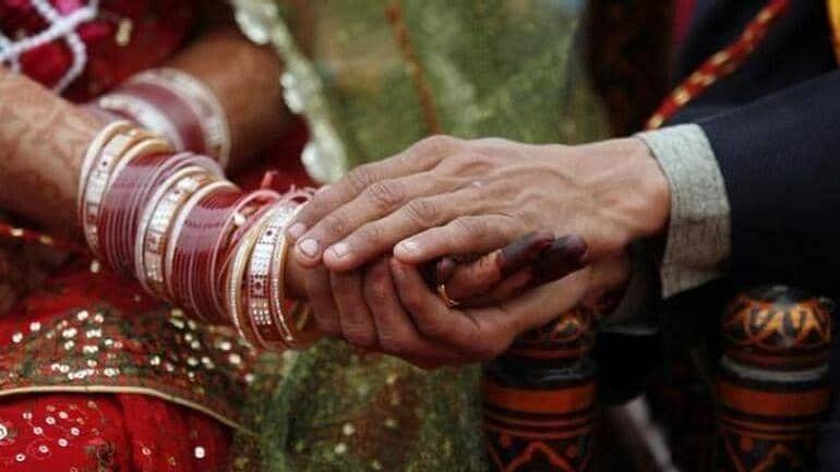 ஸ்மார்ட் போனுக்காக  மனைவியை விற்ற கணவன்: ஒடிசாவில் அதிர்ச்சி சம்பவம்!