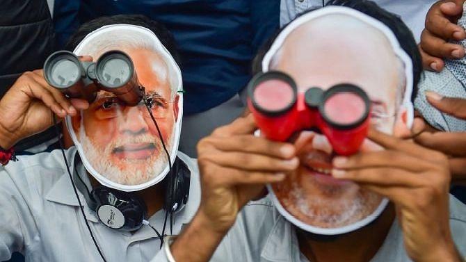 """""""PM Cares நிதியம் தனியாருடையது என்றால் அரசு முத்திரை ஏன்?"""" - ஆதாரங்களை அடுக்கி வாதாடிய மூத்த வழக்கறிஞர்!"""