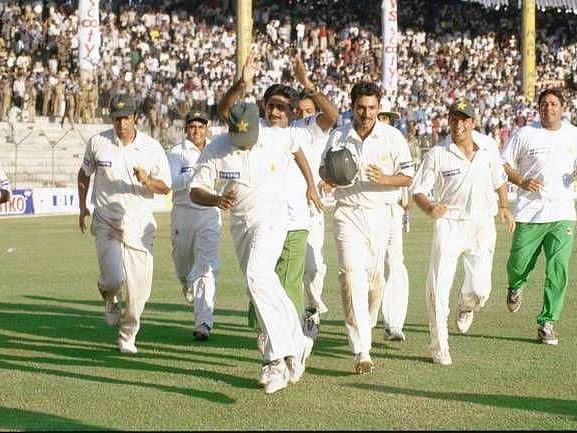 இந்தியா vs பாகிஸ்தான் : வெறுப்பரசியலை ஒதுக்கி வரலாற்றில் இடம்பிடித்த சென்னை ரசிகர்கள்! #Flashback