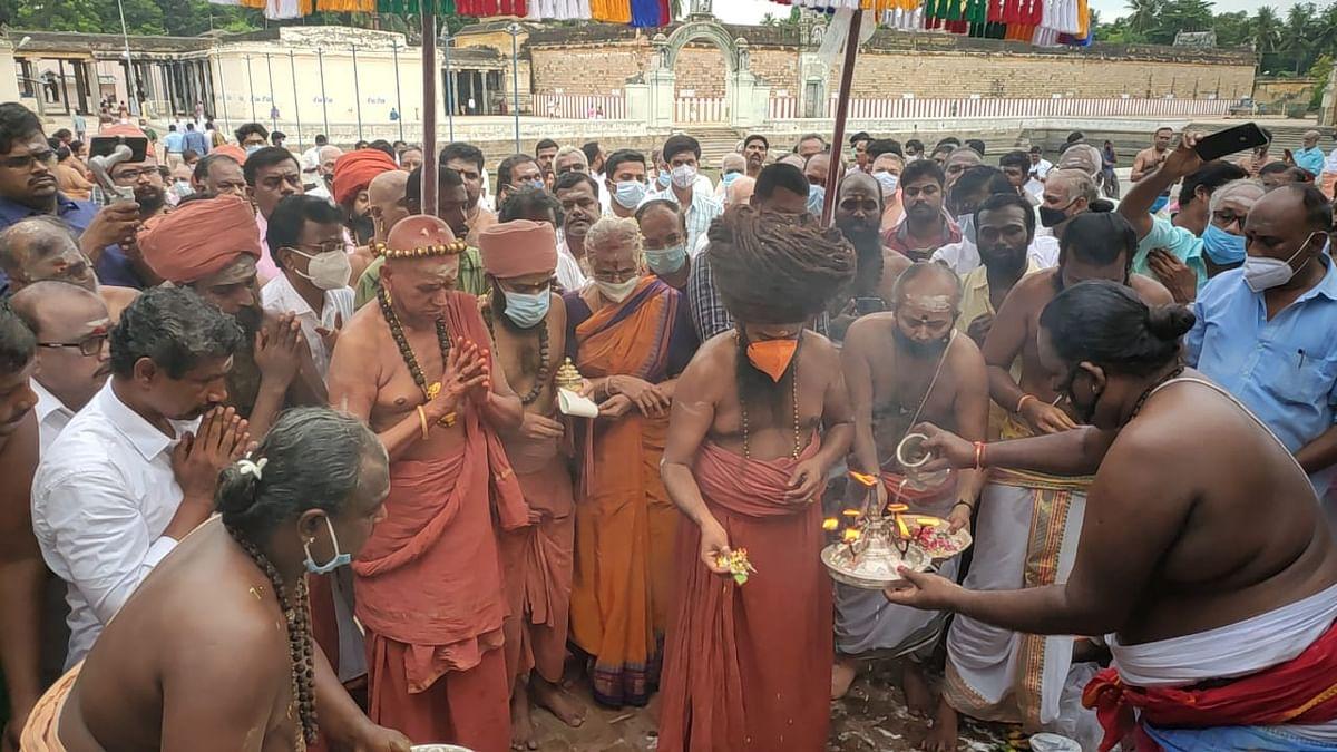 பூஜைகளை தொடங்கிவைக்கும் தருமபுரம் ஆதீனம்