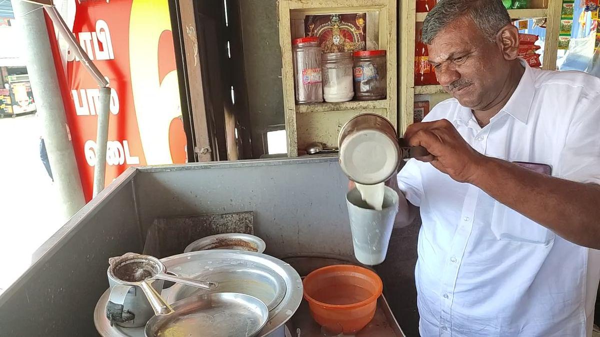 டீ ஆற்றும் சேகர்