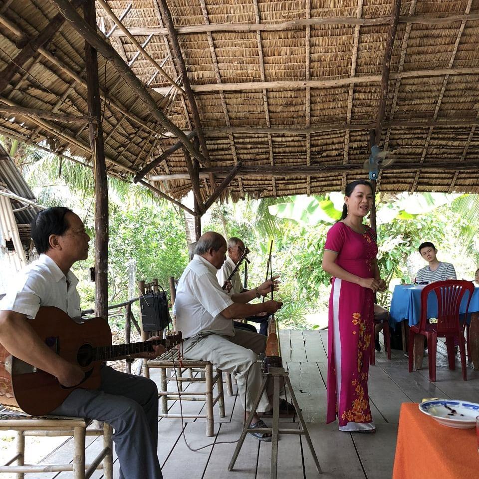 பாரம்பரிய இசை இசைத்தவர்கள்