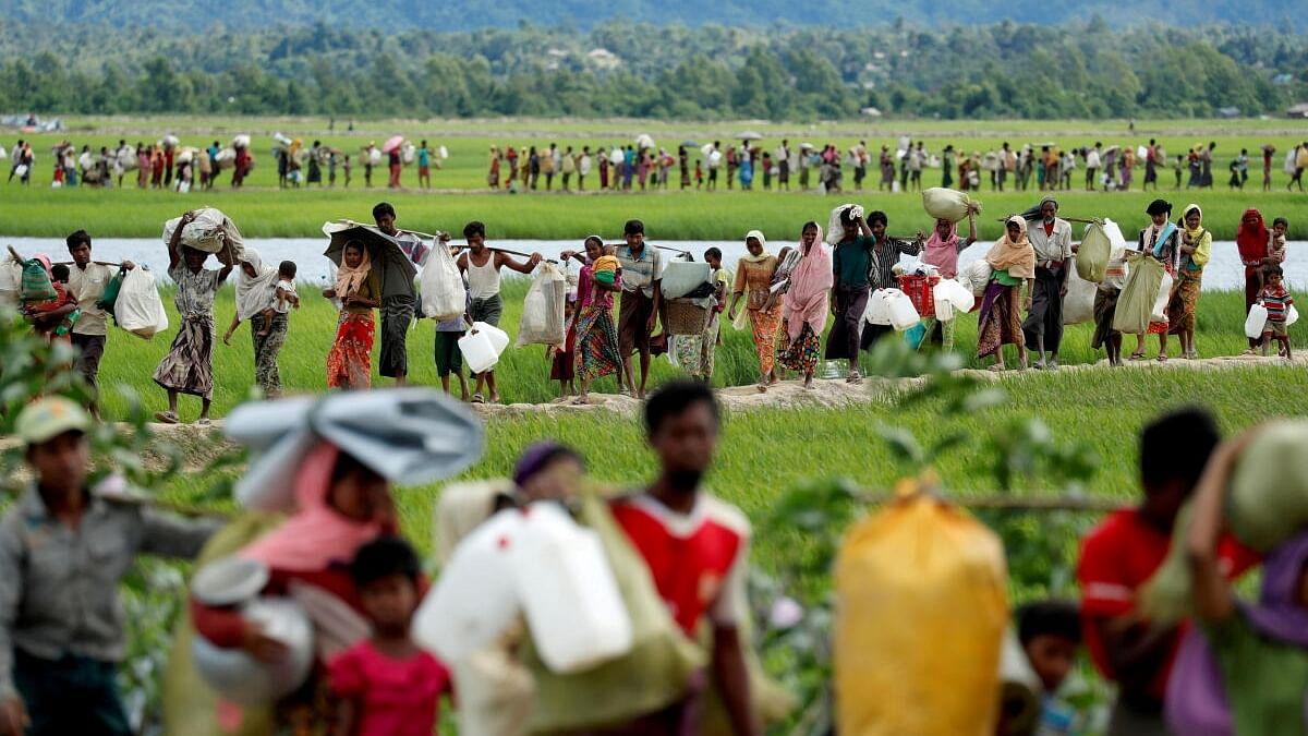 ராணுவம் திடீர் தாக்குதல்: மியான்மரிலிருந்து 8,000 பேர் தப்பியோட்டம்