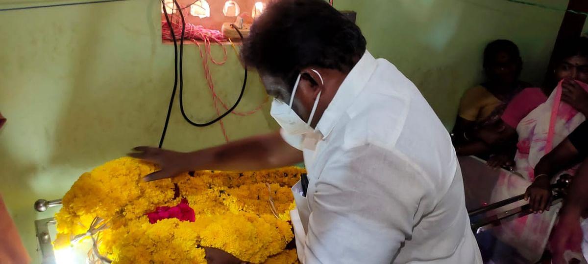 மாணவி கனிமொழி உடலுக்கு அமைச்சர் சிவசங்கர் அஞ்சலி