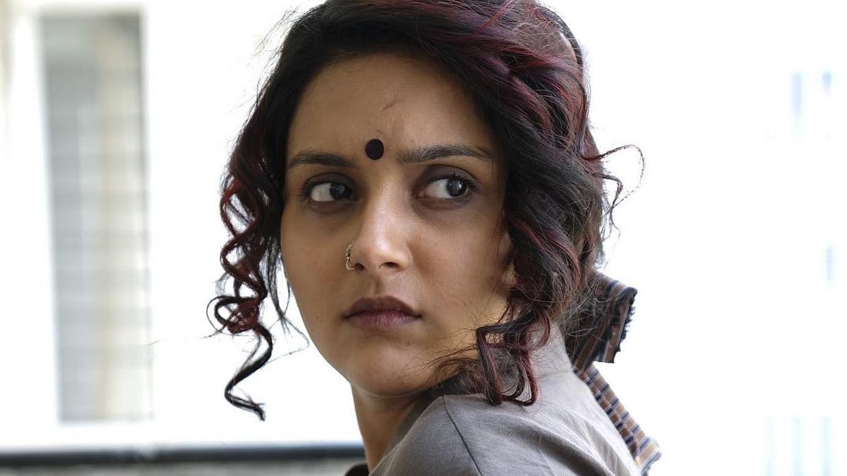 இரண்டு சர்வதேச விருதுகளைப் பெற்ற மகிமா நம்பியார்