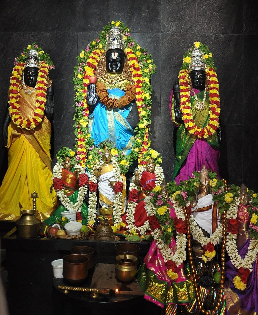 ஸ்ரீ ராதா ருக்மணி சமேத கிருஷ்ணர்