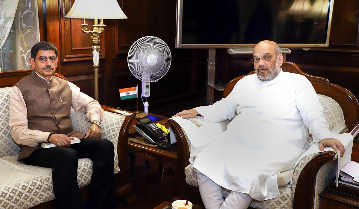 2019-ல் நாகாலாந்து ஆளுநராக இருந்தபோது, உள் துறை அமைச்சரை டெல்லியில் சந்தித்துப் பேசும் ஆர்.என்.ரவி