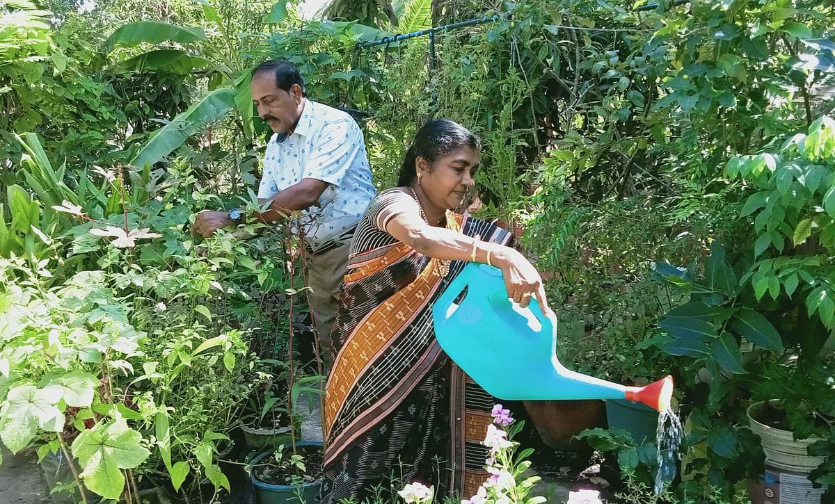 மனைவி சாந்தியுடன் அக்ரி ராஜ்குமார்