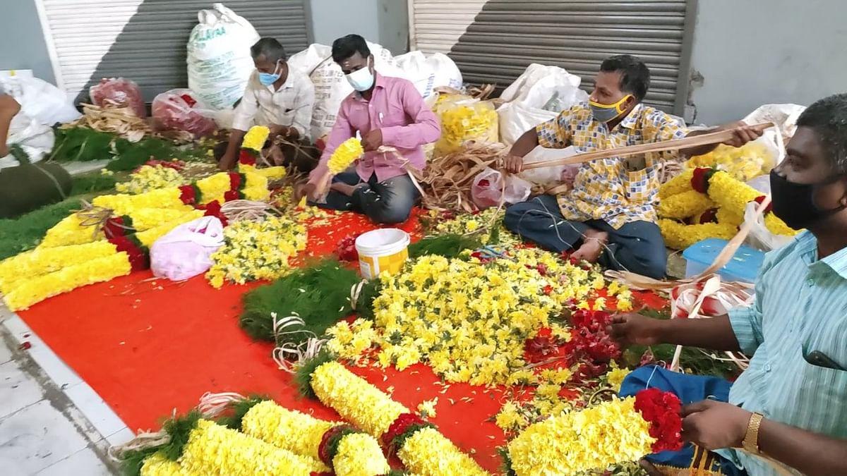 விநாயகர் சதுர்த்தி- பரபரப்பில்லாத பூ வியாபாரம்