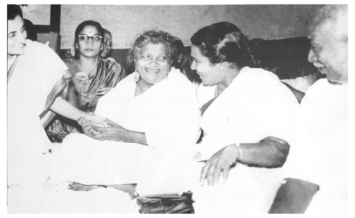 இந்திரா காந்தி, காமராஜருடன் லூர்தம்மாள்