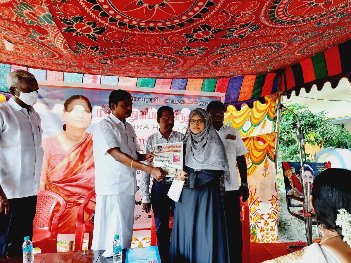 மித்ரா  துளிப்பா விருது (2021) பெற்ற  கவிஞர் ராஜிலா ரிஜ்வான்