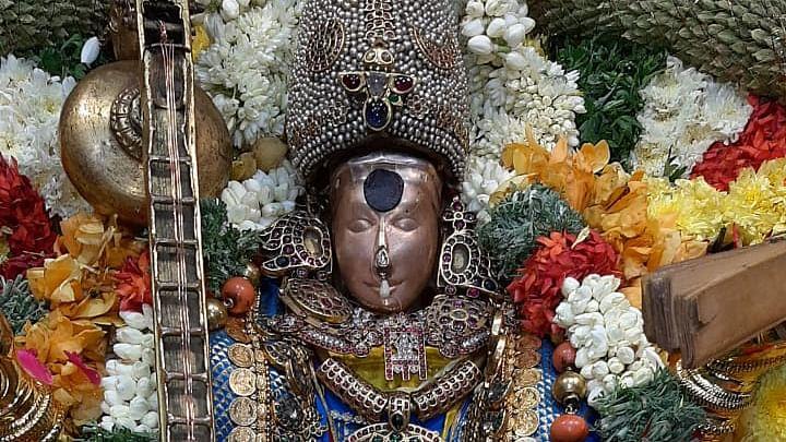 அருள்மிகு மதுரை மீனாட்சி அம்மன் கோயில் 5-ம் நாள் நவராத்திரி  உற்சவம் - போட்டோ ஸ்டோரி