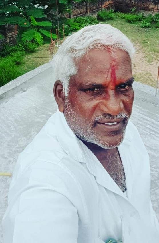 நெல்லிக்குப்பம் ஆன்மிகப் பேரவையின் தலைவர் ஆட்டோ சந்திரசேகரன்