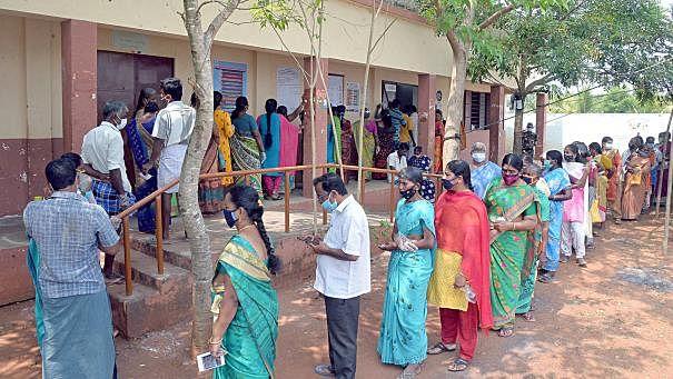 'மாண்புமிகு வாக்காளர்கள்'- கடல் கடந்து வந்து கடமையாற்றியவர்களுக்கு ஒரு சல்யூட்!